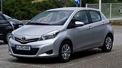 240px Toyota Yaris XP130 – Frontansicht 21. Juli 2012 Heiligenhaus Jaki samochód wybrać dla początkującego kierowcy?