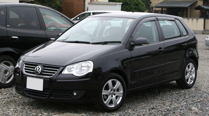800px 2005 2009 Volkswagen Polo Jaki samochód wybrać dla początkującego kierowcy?