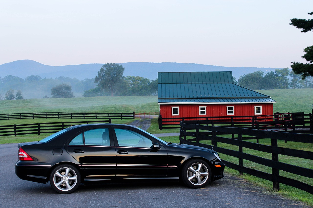 automobile 176989 1280 Czy warto kupować samochód sprowadzany zza granicy?