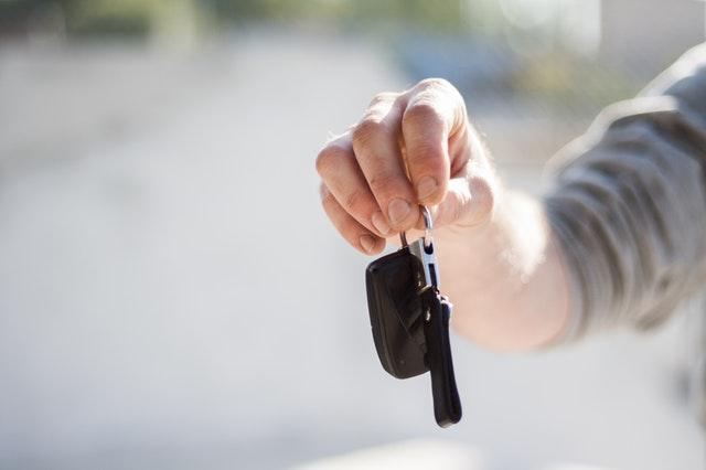 %name Komis czy prywatny właściciel? Gdzie kupić używany samochód?